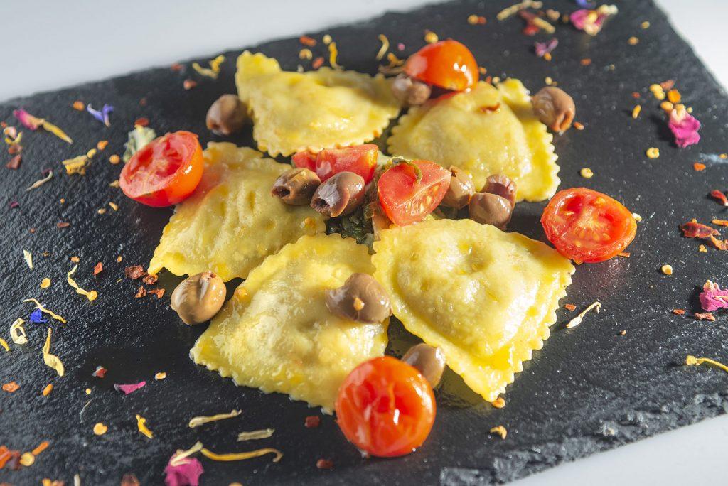 Ravioli di cicoria e pecorino con pachino olive, peperoncino olive taggiasche