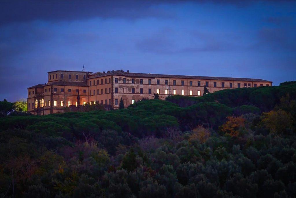 Villa Mondragone di notte, il fascino di una location rinascimentale ricca di vita