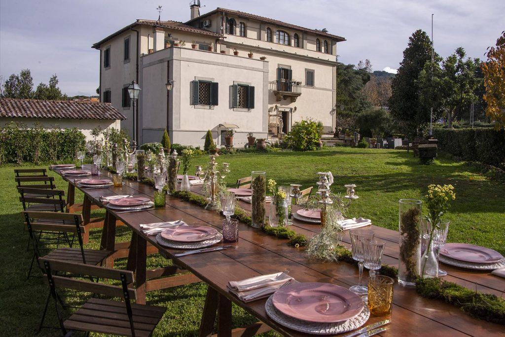 La pineta di Villa Manart ospita allestimenti essenziali e chic