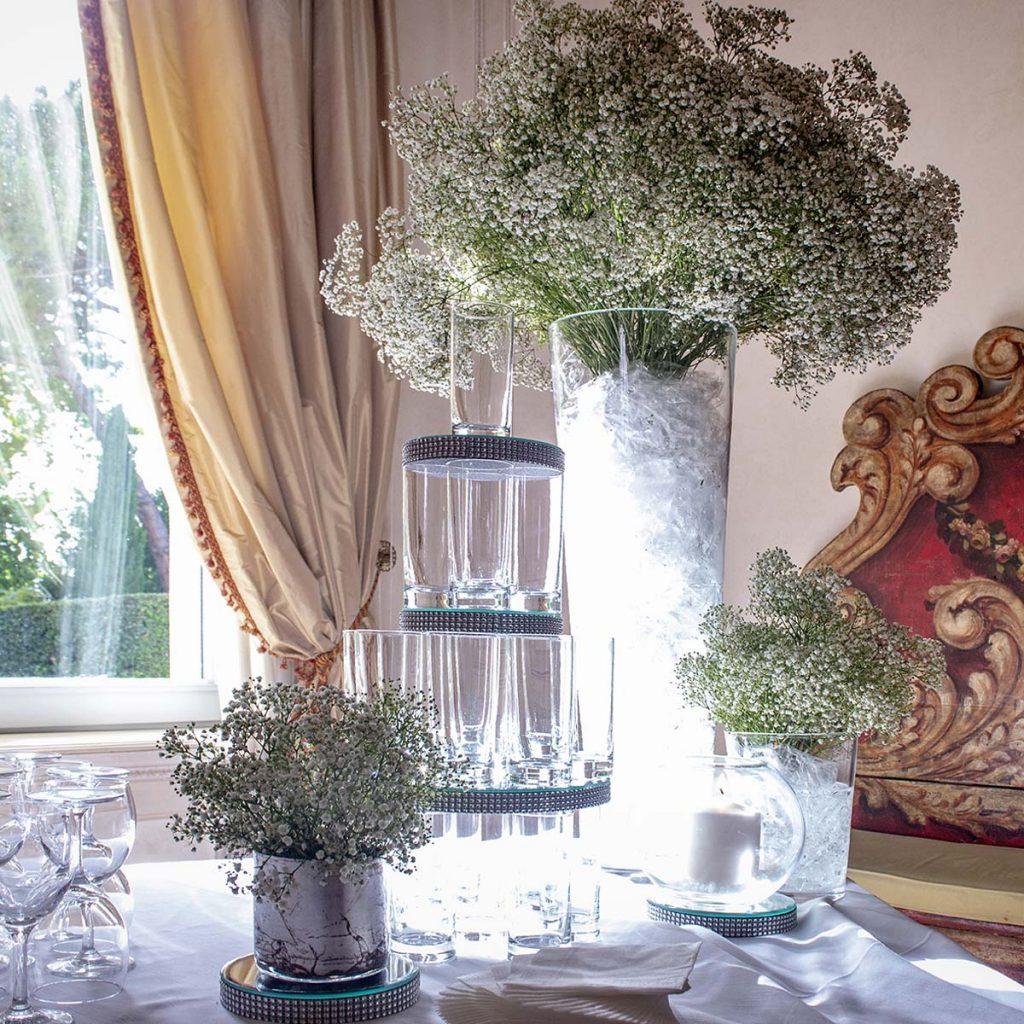 Vasi con fiori alti finemente selezionati