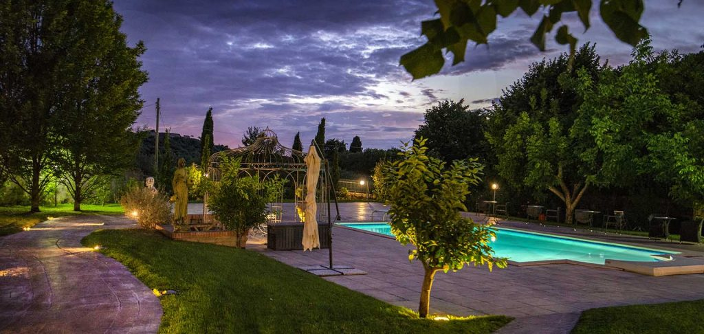 Villa Colle Luna è una location con piscina per fantastiche feste a bordo vasca